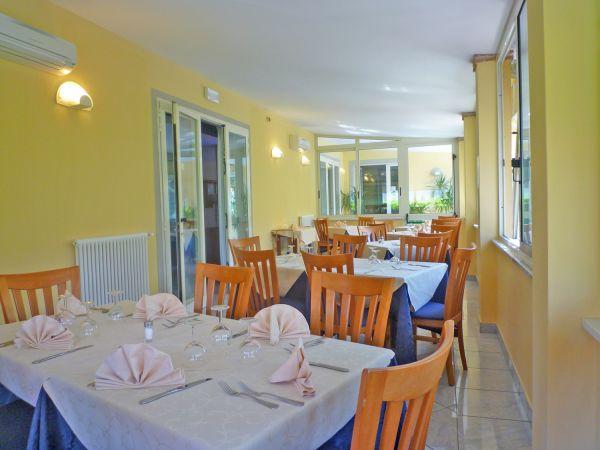Offerte hotel ritz a marina di pietrasanta in toscana - Bagno riviera marina di pietrasanta ...